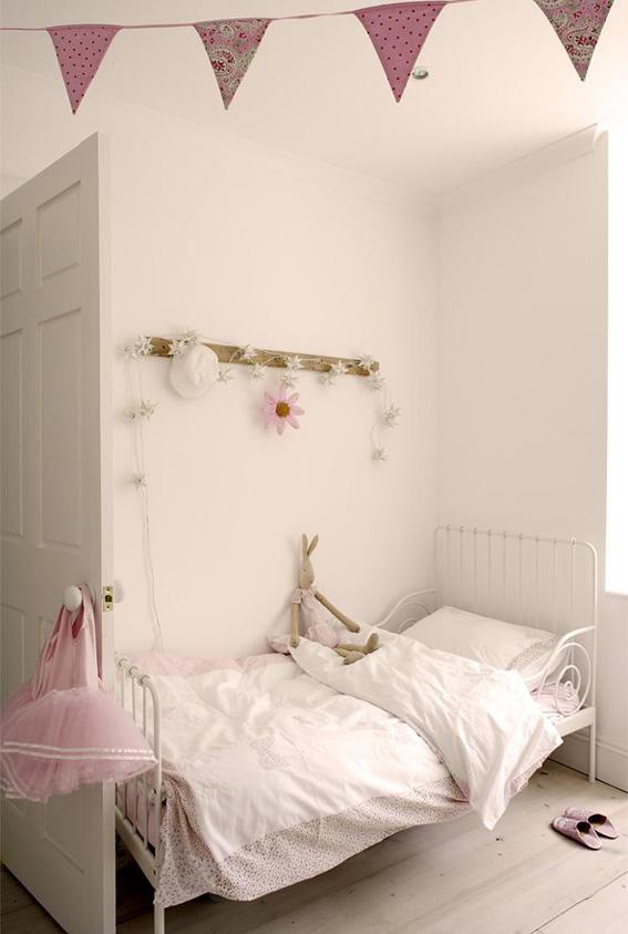 Una cama de forja en un verano de cambios ahora tambi n mam for Cama nino ikea