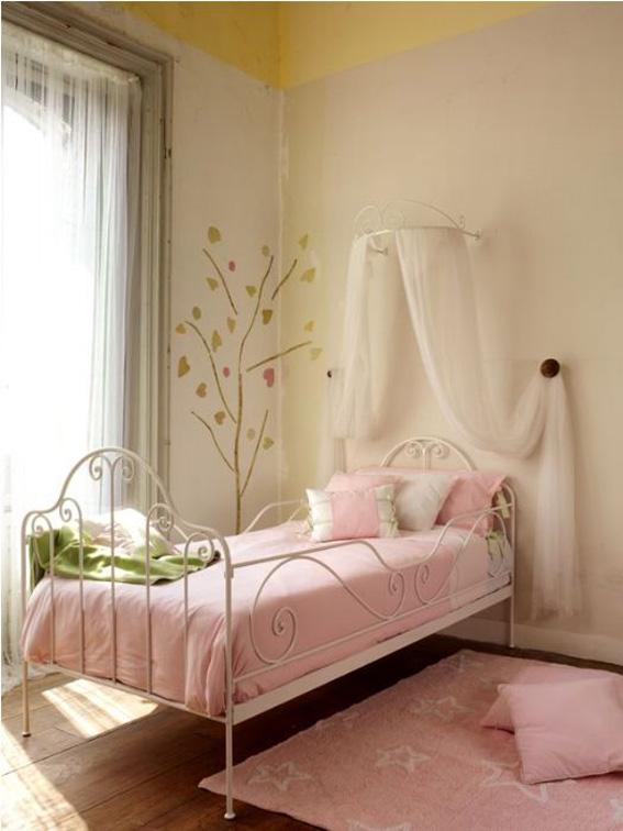 Una cama de forja en un verano de cambios ahora tambi n mam - Habitaciones de forja ...