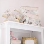 Un dulce y suave dormitorio para niña