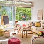 Un salón con espacio para niños