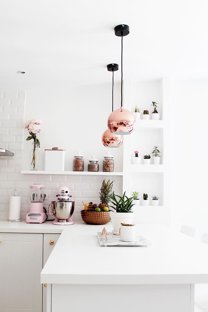 iluminacion cocina blanca
