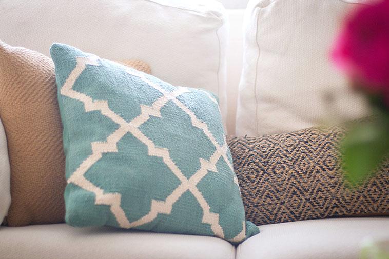 alfombra fácil de limpiar cojin geometrico