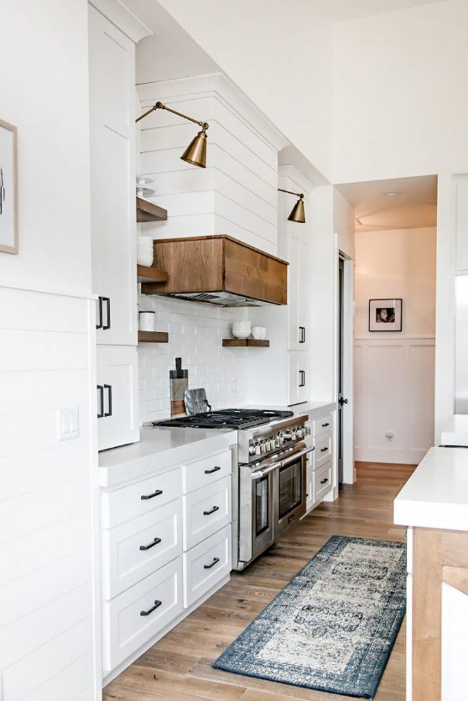 Cocina blanca y beige stunning nico azulejos beige cocina for Cocina blanca encimera beige